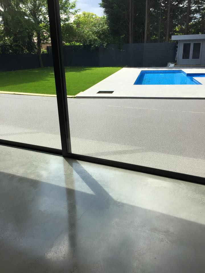 Charmant Resin Patio With Decoration